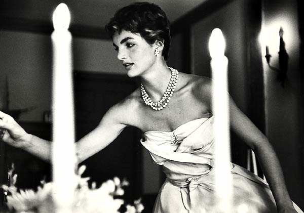 jackie-jacqueline-bouvier-kennedy-lighting-candle-dinner-party