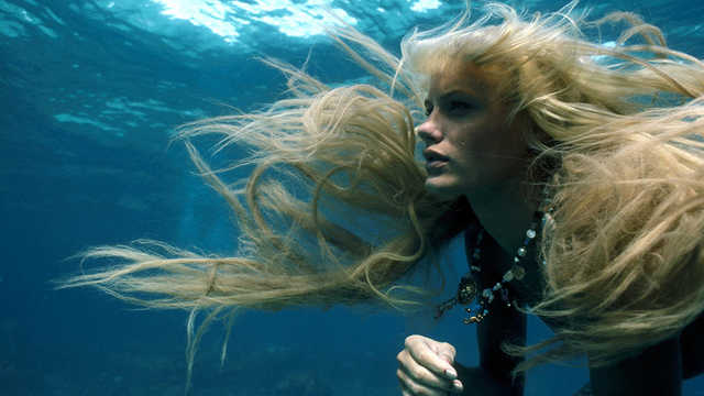 Daryl-Hannah-mermaid-underwater
