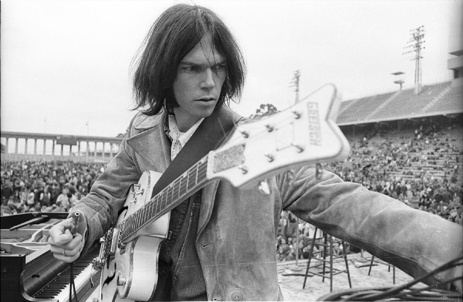 Neil Young: Come a little bit closer, hear what I have to say